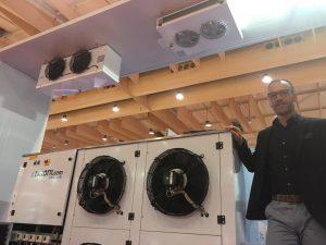 El delegado de Portugal de Zanotti Appliance, Hugo Espada, en el stand