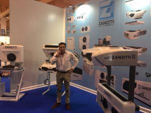 El delegado de transporte de Zanotti Appliance para Portugal Jose Luis Íñigo en el stand