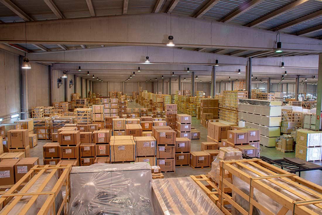 Zona de almacén en Zanottti Appliance en Riba-roja