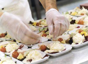 Preparación de alimentos y refrigeración para catering