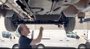 técnico del equipo Zanotti Transporte dando consejos para el mantenimiento de los equipos de refrigeración móvil