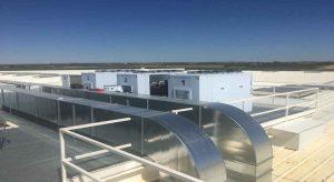 Imagen general de las cuatro condensadoras Zanotti instaladas en la azotea de la empresa Sofitec