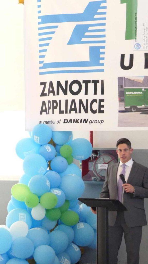 Evren Akçora. máximo responsable de Transporte Daikin Europa durante el discurso de la fiesta de mil únidades Zanotti entregadas a Mercadona