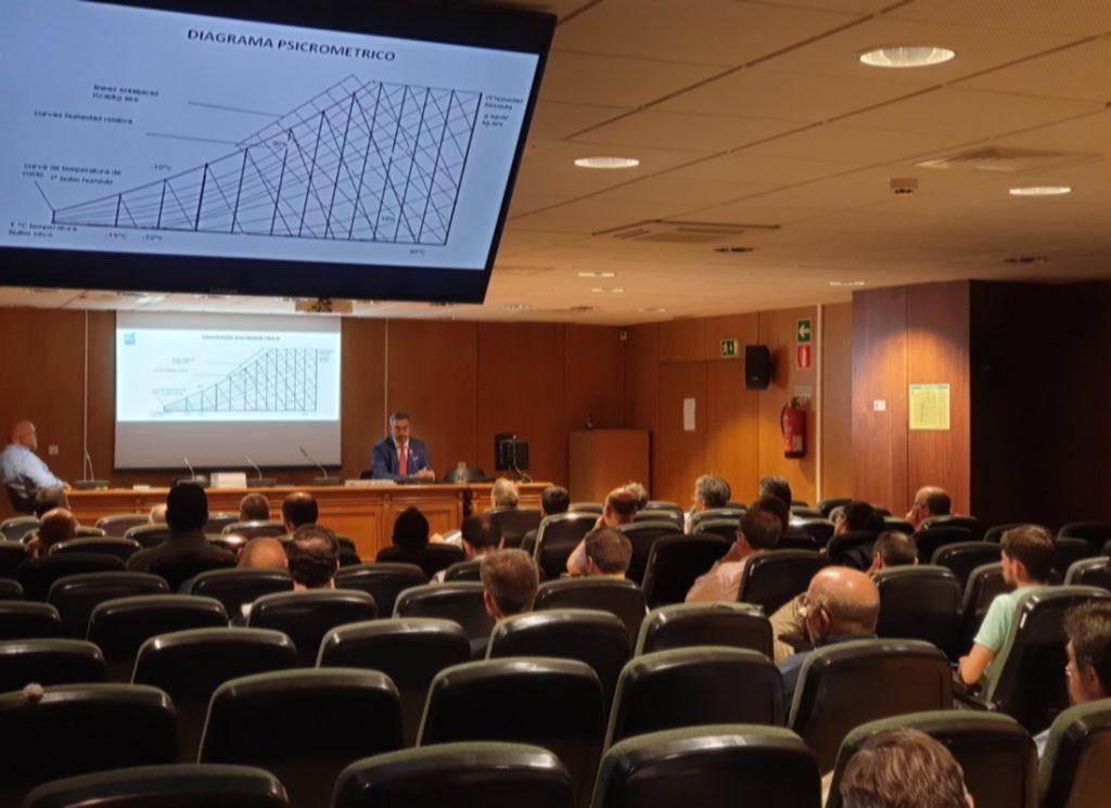 Salón de actos del Colegios Oficial de Ingenieros Técncios Industriales de Madrid durante la ponencia de Frío Industrial organizada por Zanotti Appliance