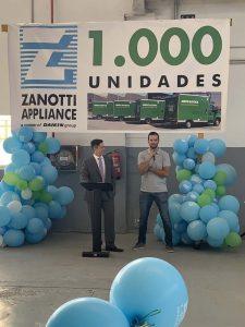 Nuestro compañero traduce el discurso de Evren Akçora, senior manager Transport Daikin Europe