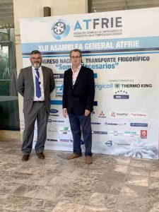 José Hernández, delegado comercial de Zanotti Appliance con Antonio Medina, gerente de Carocerías Mebauto