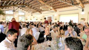 Plano general de la sala de la comida inaugural del V COngreso Nacional del Transporte Frigorífico. Cerca de 300 asistentes