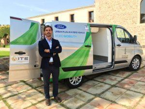 Ignacio Casado Relaciones Institucionales ITE en la presentación del primer vehículo hibrido refrigerado en Congreso Nacional del Transporte Refrigerado