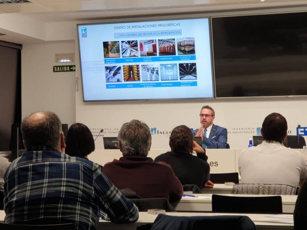 Vicente Barrachina Responsable de instalaciones de Zanotti Appliance dando formación en CITI Navarra