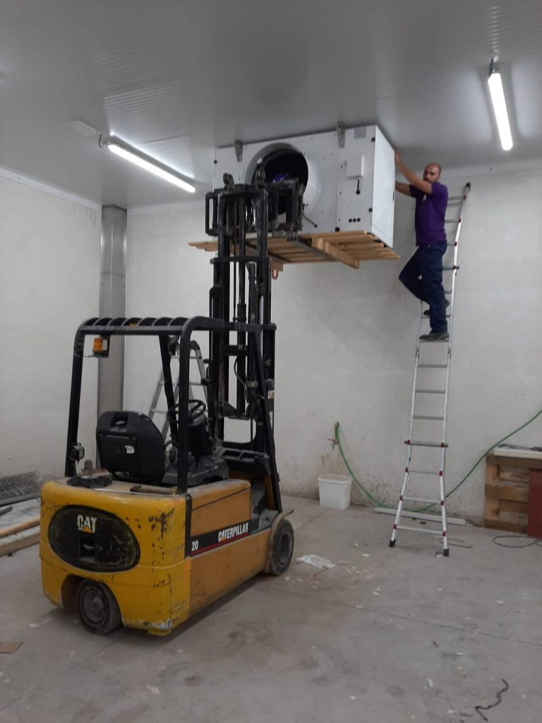 Instalando evaorador Zanotti con una máquina en el obrador
