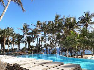 piscina del hotel Los Fariones en Lanzarote