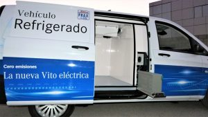 Nueva furgoneta Mercedes refrigerada eléctrica para el transporte sostenible en las ciudades