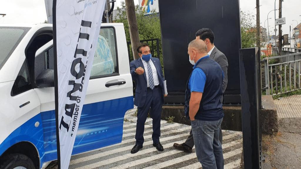 Clientes gallegos se interesan por la furgoneta isotermo refrigerada eléctrica Mercedes Zanotti